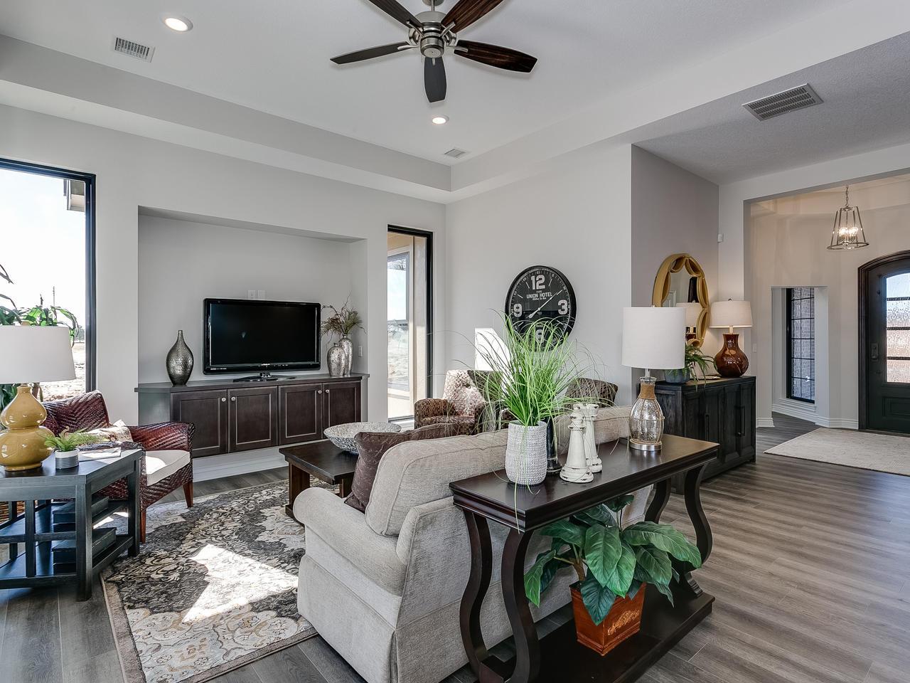 3844 Brush Creek St Wichita KS-007-31-Living Room-MLS_Size.jpg