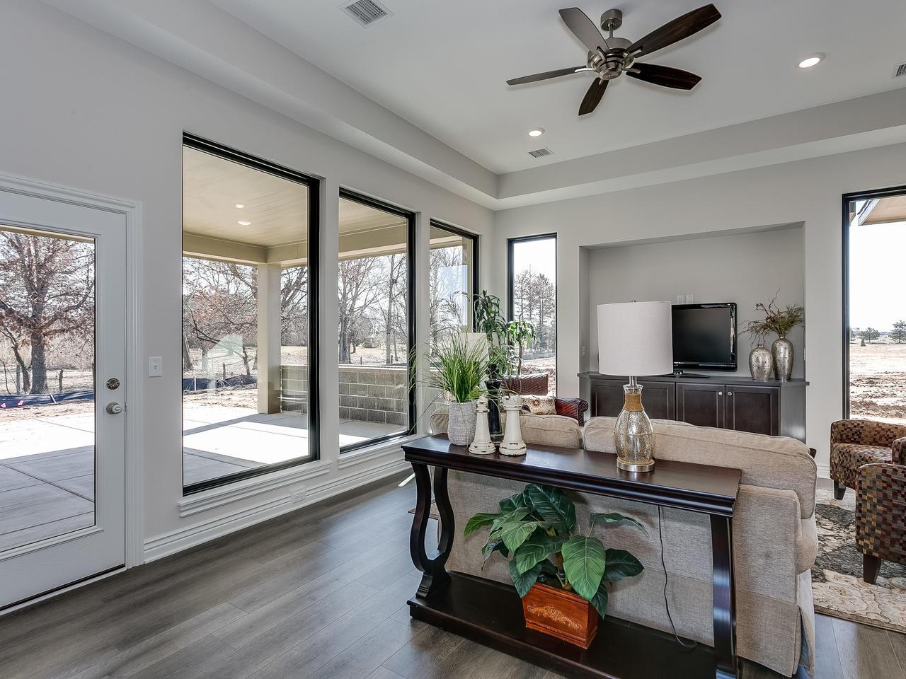 3844 Brush Creek St Wichita KS-006-28-Living Room-MLS_Size.jpg