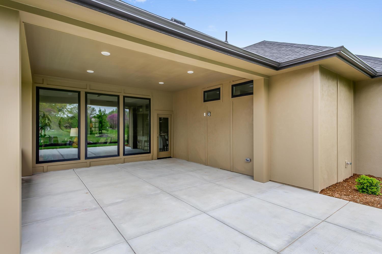 3844 Brush Creek St Wichita KS-large-031-32-Outdoor Living Area-1500x1000-72dpi.jpg
