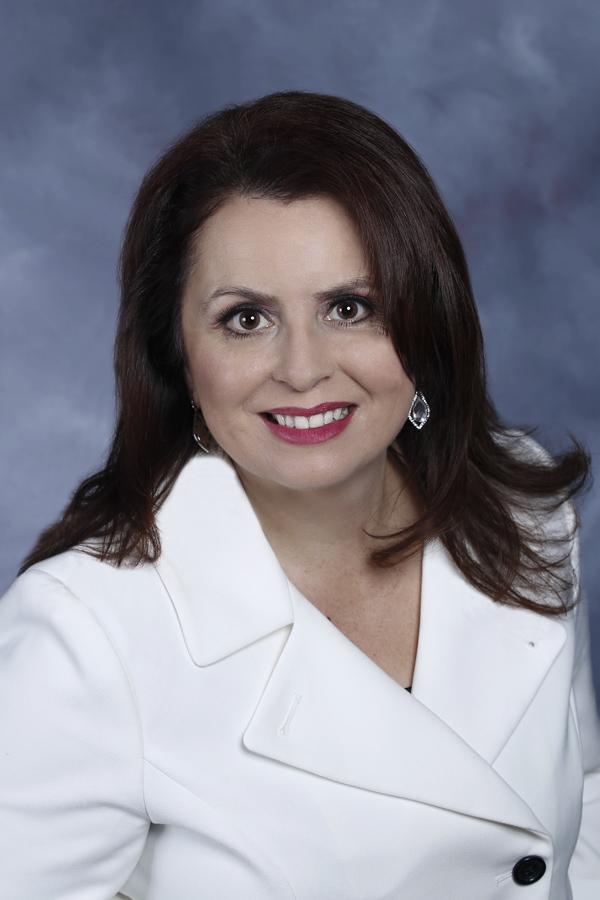 Theresa Robledo Realtor® BRE#01483023