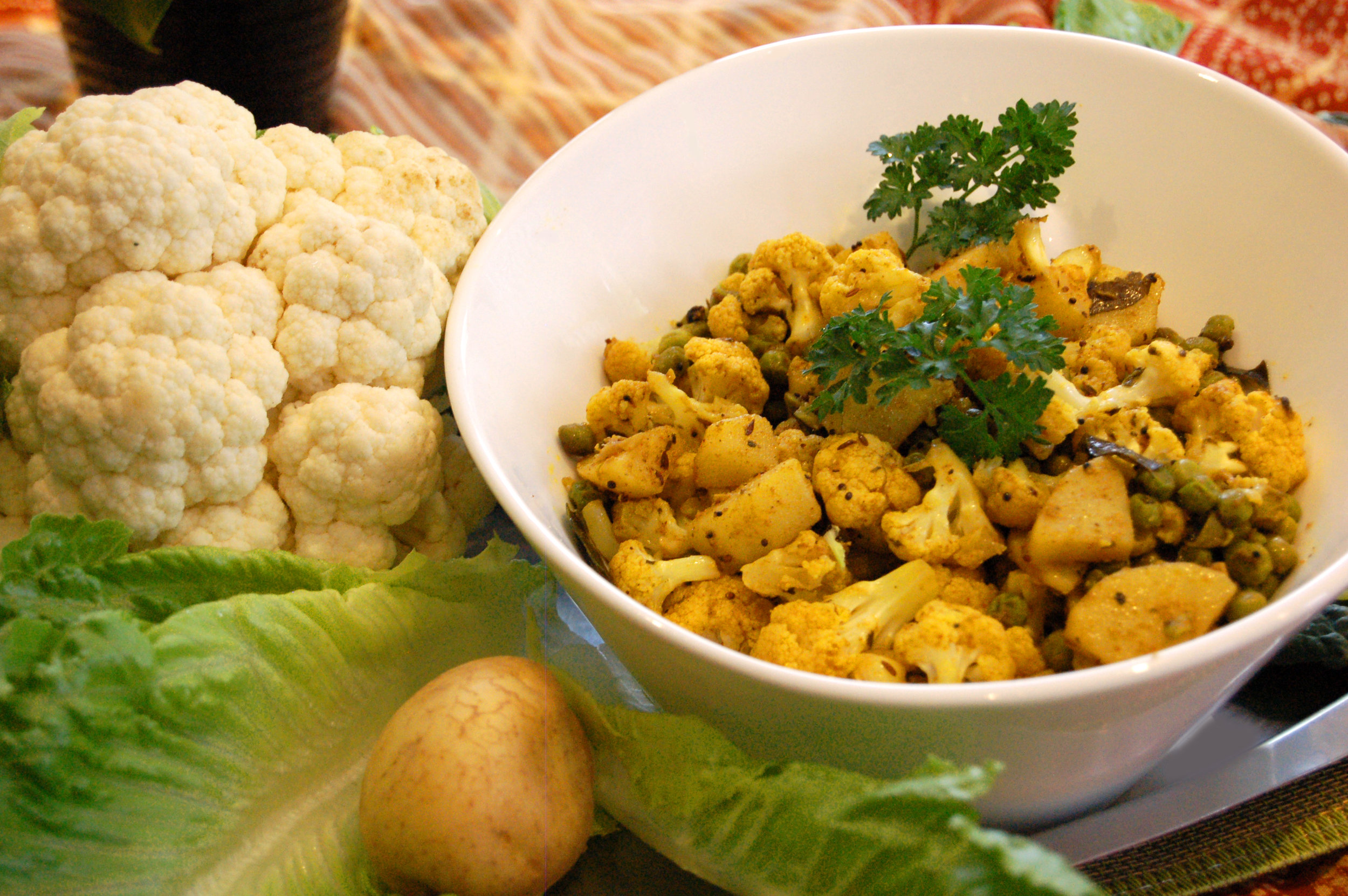 ALOO GOBI - Cauliflower & Potato Curry with Peas - {Made with Arvinda's Madras Masala}If you say you don't like cauliflower, then you haven't tried Aloo Gobi! Hailing from northern India, this classic vegetable curry can be made dry (without tomatoes) or with tomatoes in a curry sauce. Our version is the dry option and pairs as a delicious side to any Indian meal.