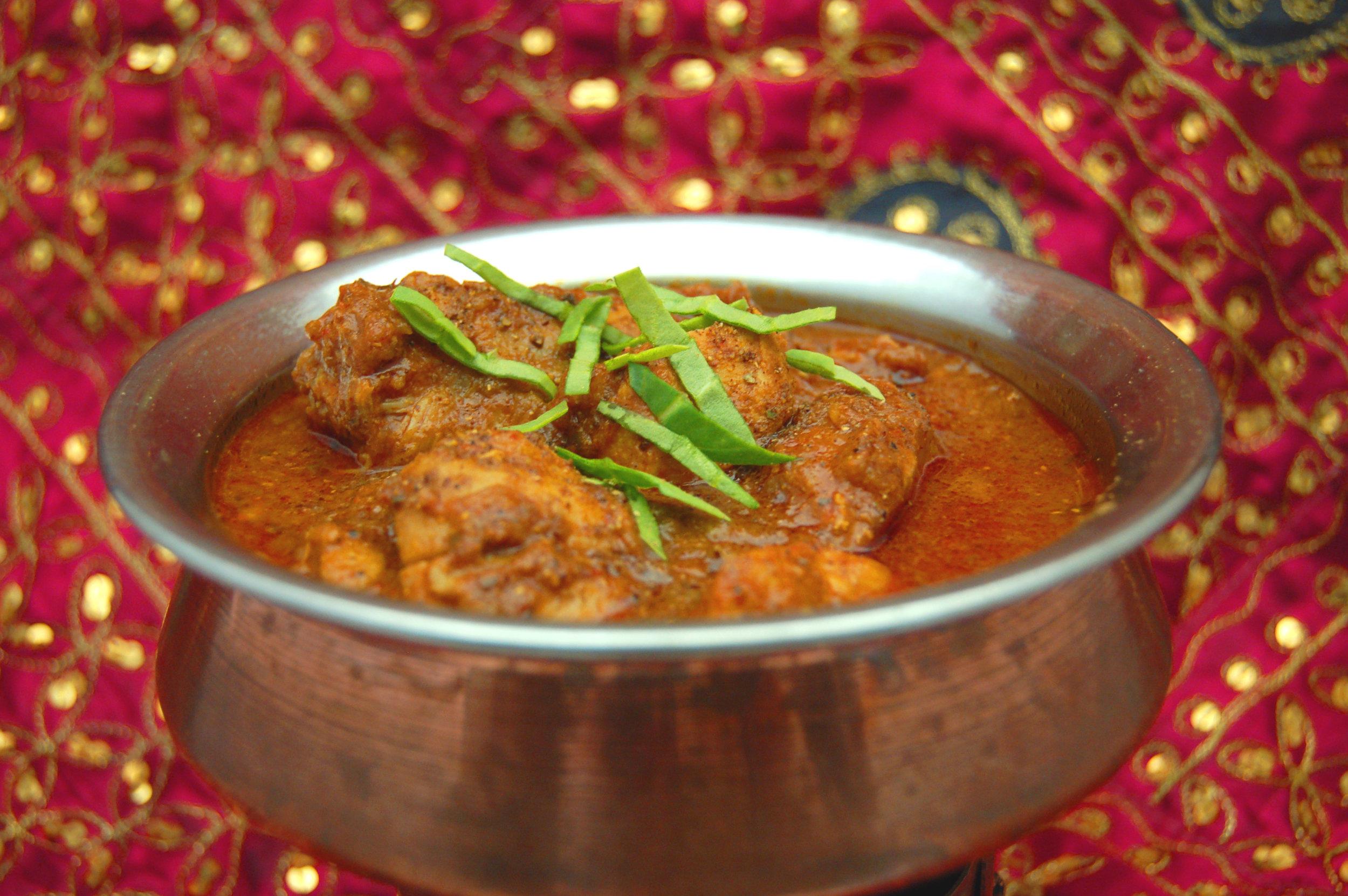 POULET de MADRAS - {Madras Masala Arvinda's}Ce cari de la région de Madras se distingue d'autres plats similaires par l'utilisation de graines de moutarde et de piment.