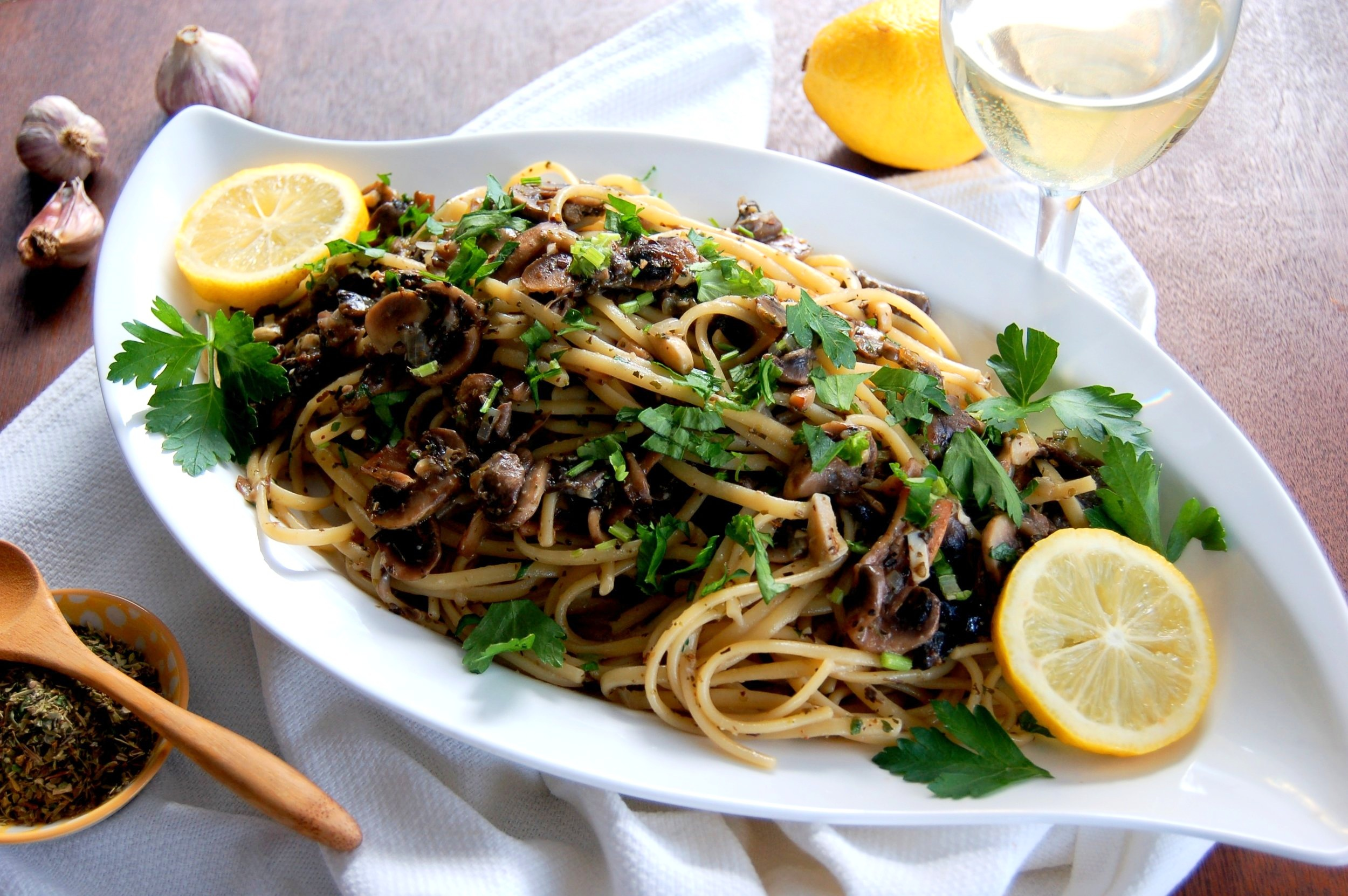 LEMON LINGUINE with MUSHROOMS - {Made with Arvinda's Herbes of Toscane}