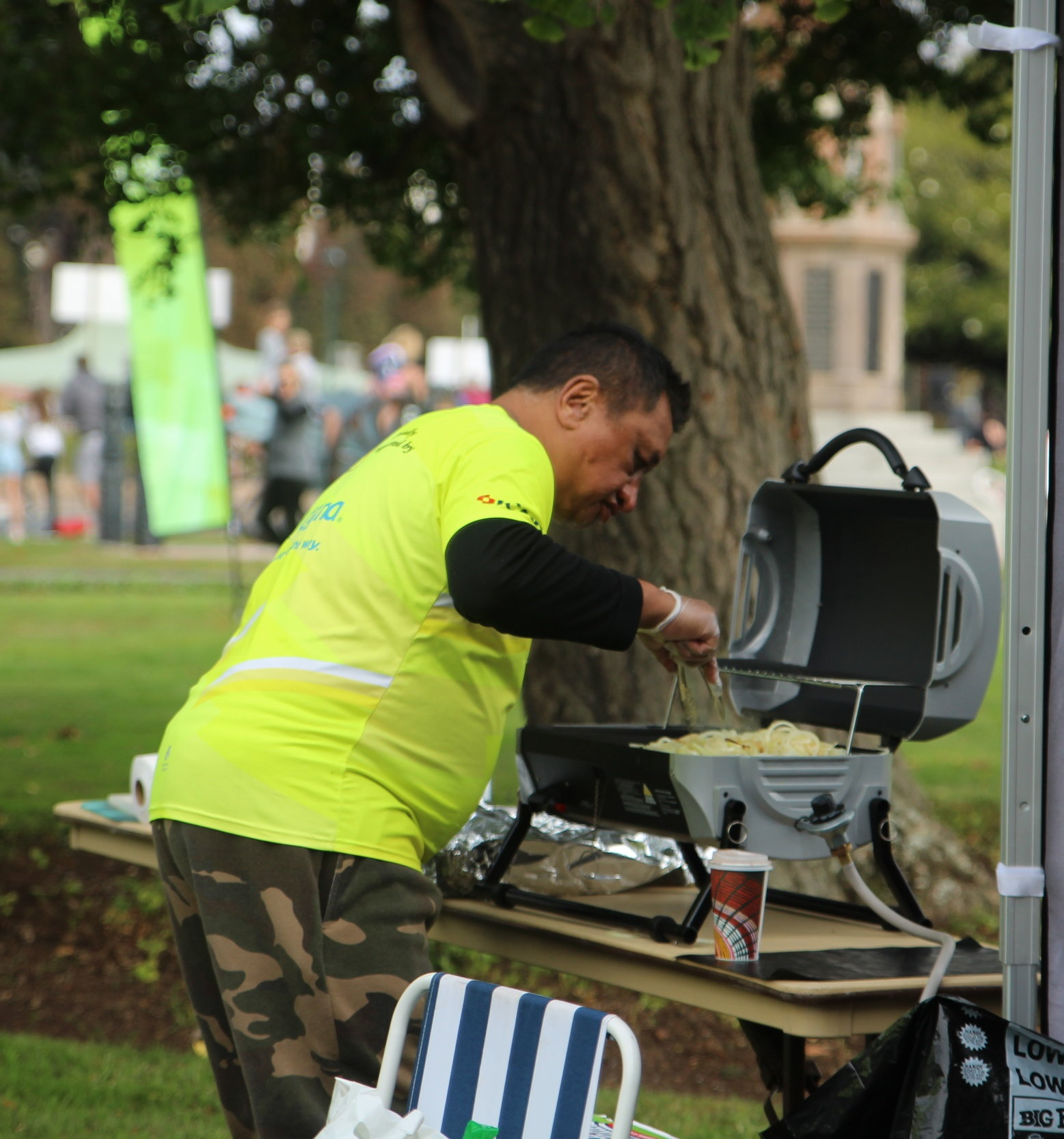 Thomas on the BBQ at Rotorua Marathon