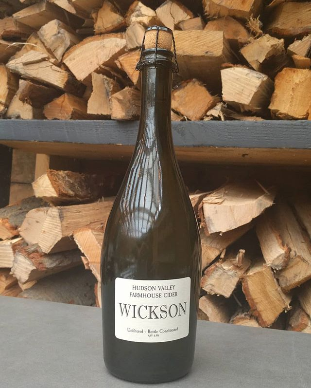 'Wickson' cider from @hudsonvalleyfarmhousecider is killer. Made from a combination of Esopus Spitzenburg and Newtown Pippin heirloom apples, this cider is dry, tart, fresh and delicious. Fun fact: both apples were first cultivated in 17-18th century New York, and were favorites of Thomas Jefferson who grew and made cider from them on his estate in Virginia.  #gristmill #gristmillbk #parkslope #brooklyn#brooklyneats  #eeeeeats #f52grams#yahoofood #eater #feedfeed #chefsfeed#foodintheair #foodandwine#chefsofinstagram #foodporn #newforkcity#nytimes #foodandwine  #drinkupnewyork #instafood#farmtotable #nyceats#eaterny #buzzfeast #nyceeeeeats#grubshotsnyc #drinkingnyc #cider