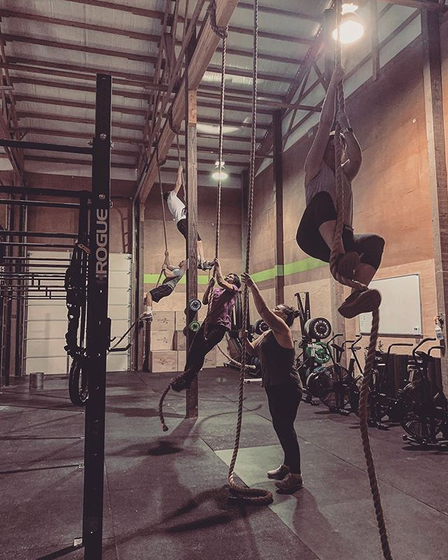 Ropes are down 💥 Skill work: 14min EMOM  Odd: 2 Rope climb  Even: 25ft HSW  Workout: For time 50-40-30-20-10 Wall ball 20/14 DB Snatch 50/35 50 Du after each set  #crossfit #lakestevens #skillday #ropeclimb #handstandwalk #wallball #dbsnatch