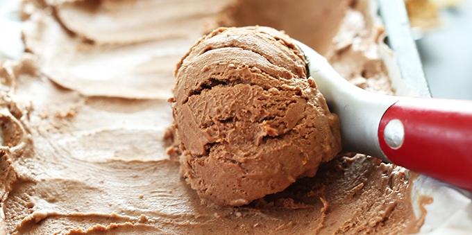 SUPER-Creamy-NO-CHURN-Vegan-Chocolate-Ice-Cream-Just-5-ingredients-and-NATURALLY-sweetened-with-dates1.jpg