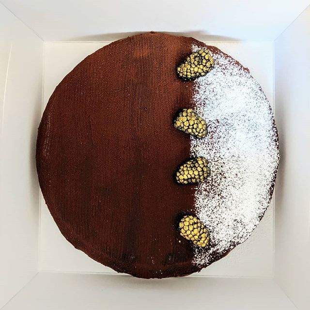 Passion fruit chocolate mousse (no gelatin!), dark chocolate genoise, GF chocolate almond cookie crust base, covered with mango chocolate ganache, dusted with cocoa rouge powder. Chocolate, chocolate, chocolate, chocolate... 4 different chocolate textures for chocolate-lovers. 🍫❤️ Say yes if you like chocolate! . . 🥳 Happy Birthday Abraham! . . . . . . . . . . . . . . . . . #SweetDiplomacy #Cake #Cakes #chocolatemousse #chocolatecake #chocolateaddict #chocolate #🍫 #chocolatemoussecake #glutenfreepatisserie #patisserieglutenfree #GlutenFree #GlutenFreeDesserts #GlutenFreeBakery  #GlutenFreeTreats #GlutenFreeCake #GlutenFreeBaking #BayAreaGlutenFree #BayAreaCakes #BayAreaEvents  #BayAreaDesserts #BayAreaEats #BayAreaCeliac #BayAreaSweets #BayAreaBakery  #SiliconValleyEvents  #SiliconValleyCakes