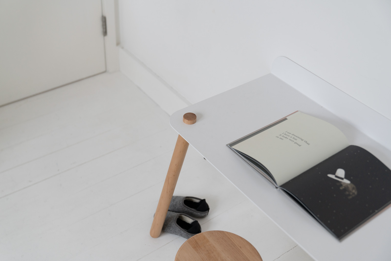 Desk-White-Playroom-Studio-Minimal-Mahabis.jpg