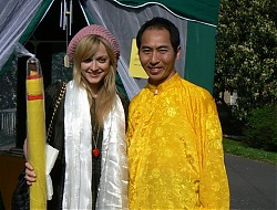 Lelung Rinpoche presents UK television personality Fearne Cotton with a Tibetan thangka at Lelung Dharma Centre's Therapy Day