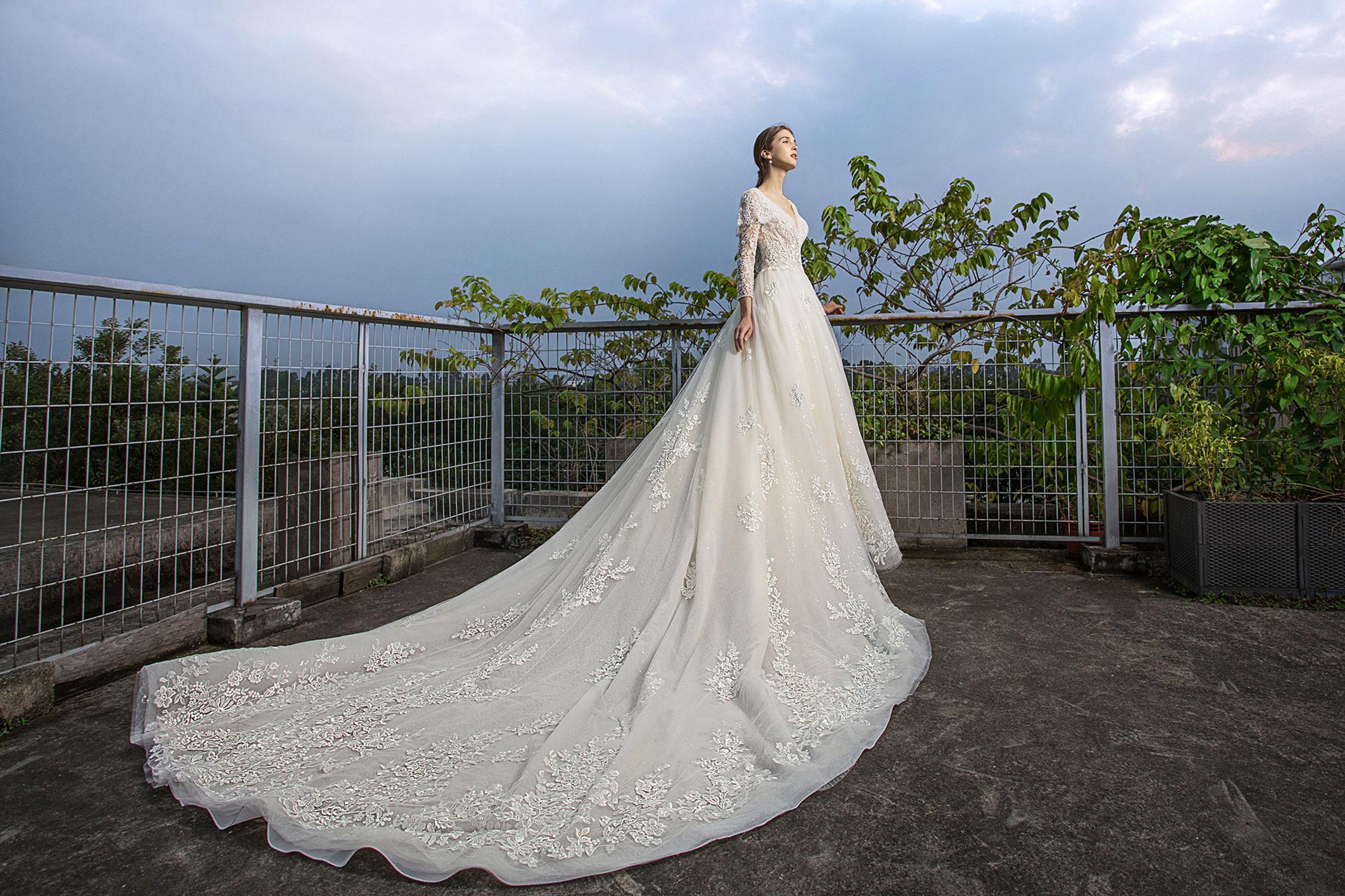 classic-dramatic-wedding-ballgown-train.jpg