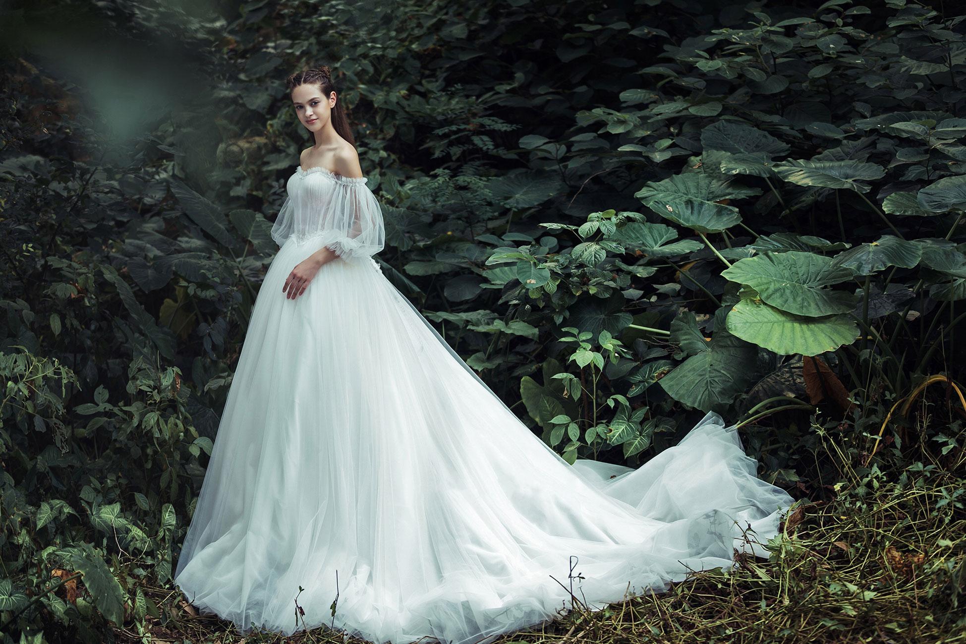 off-the-shoulder-puff-sleeve-sweetheart-neckline-wedding-dress.jpg
