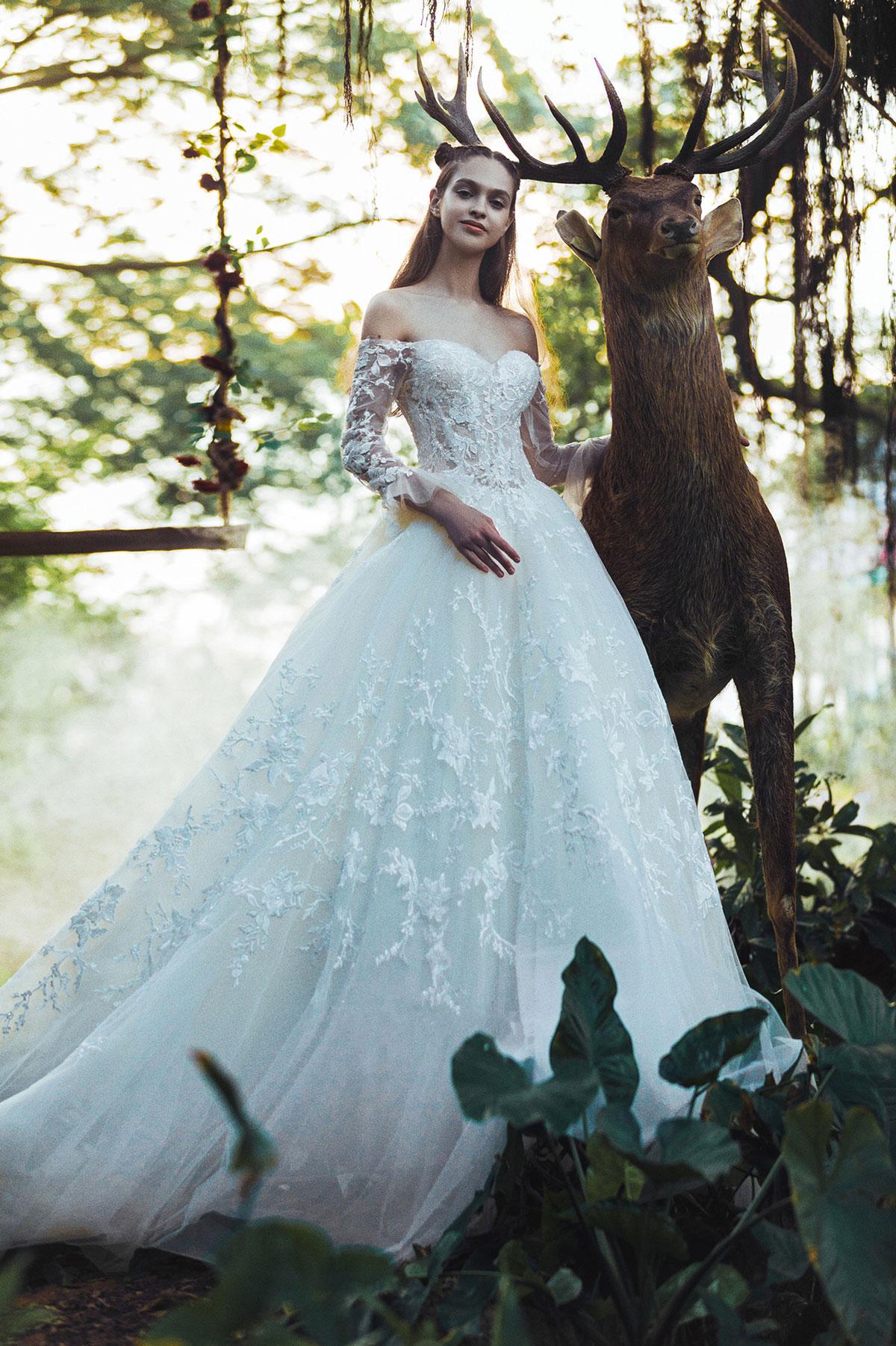 off-the-shoulder-sweetheart-wedding-dress.jpg