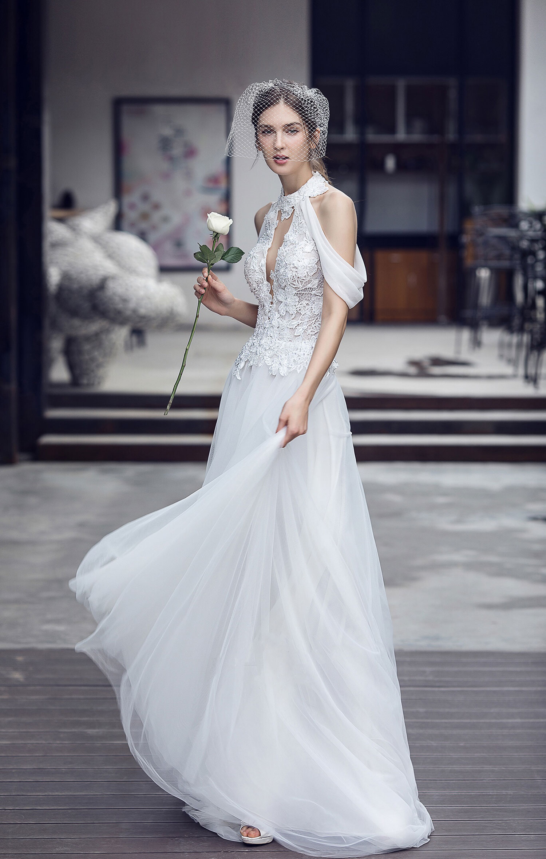 halter-plunge-neckline-flowy-wedding-dress.jpg