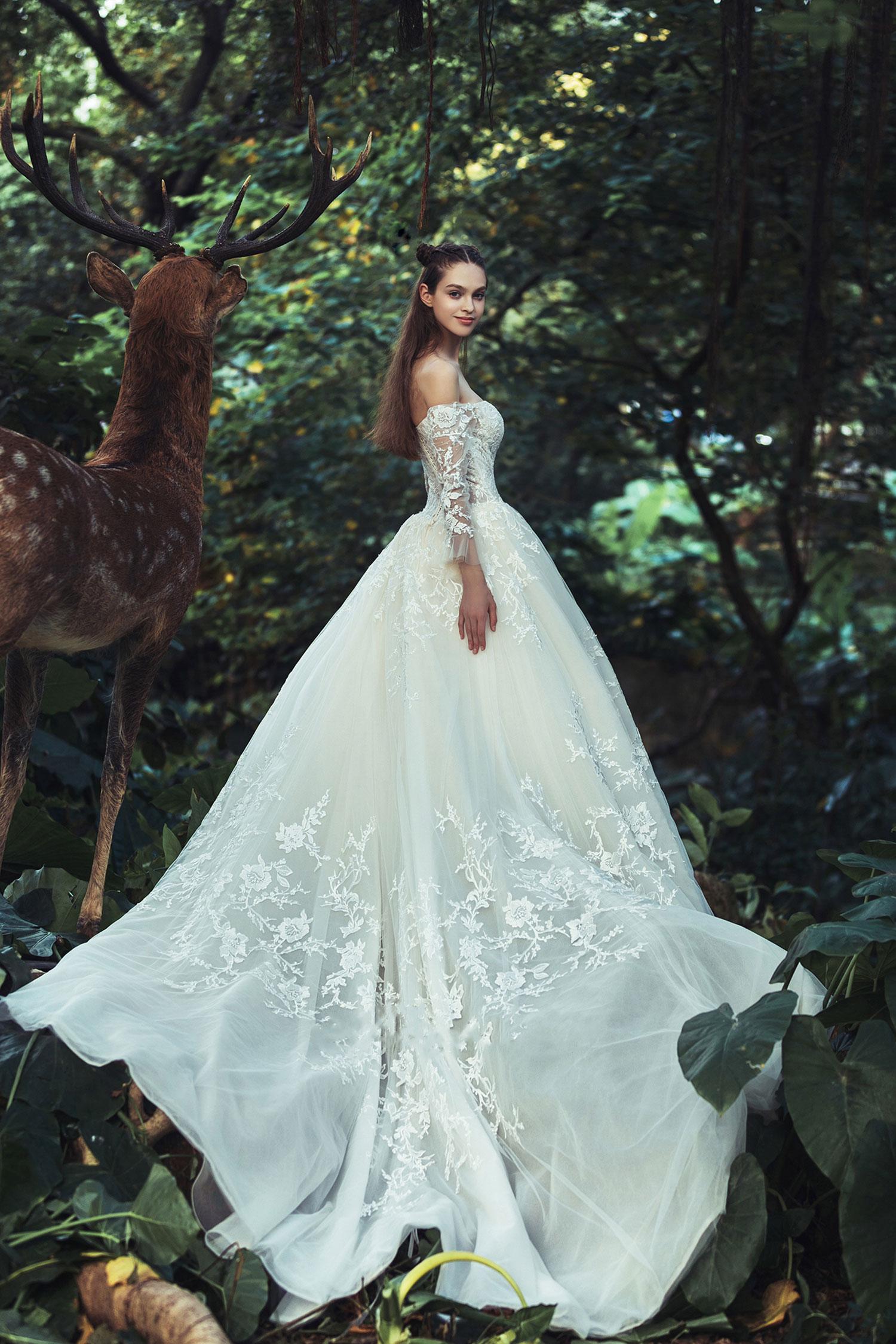 off-the-shoulder-sweetheart-lace-wedding-dress.jpg