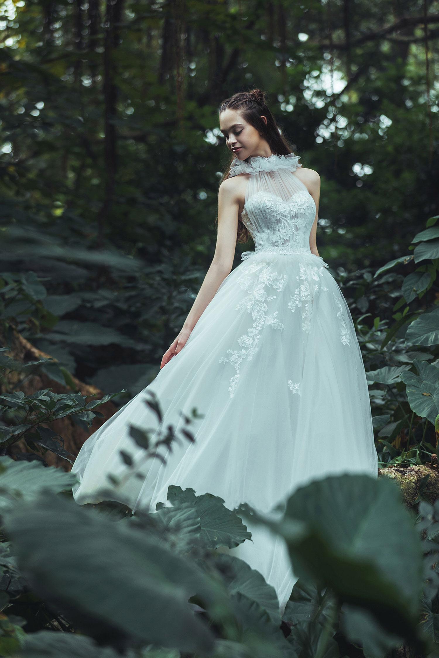 halter-neckline-corset-wedding-dress.jpg