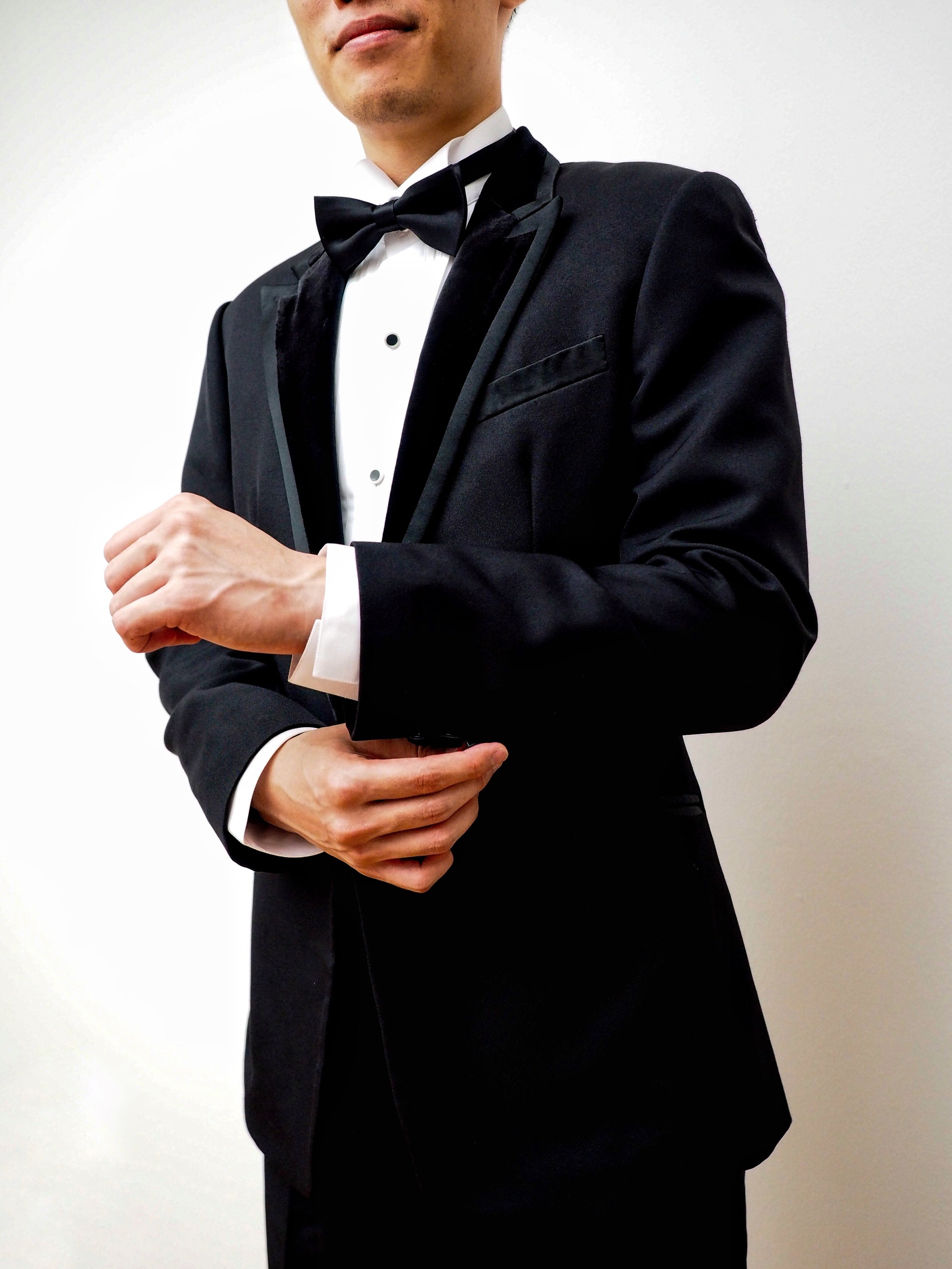 Velvet lapels on black tux by CCM Wedding