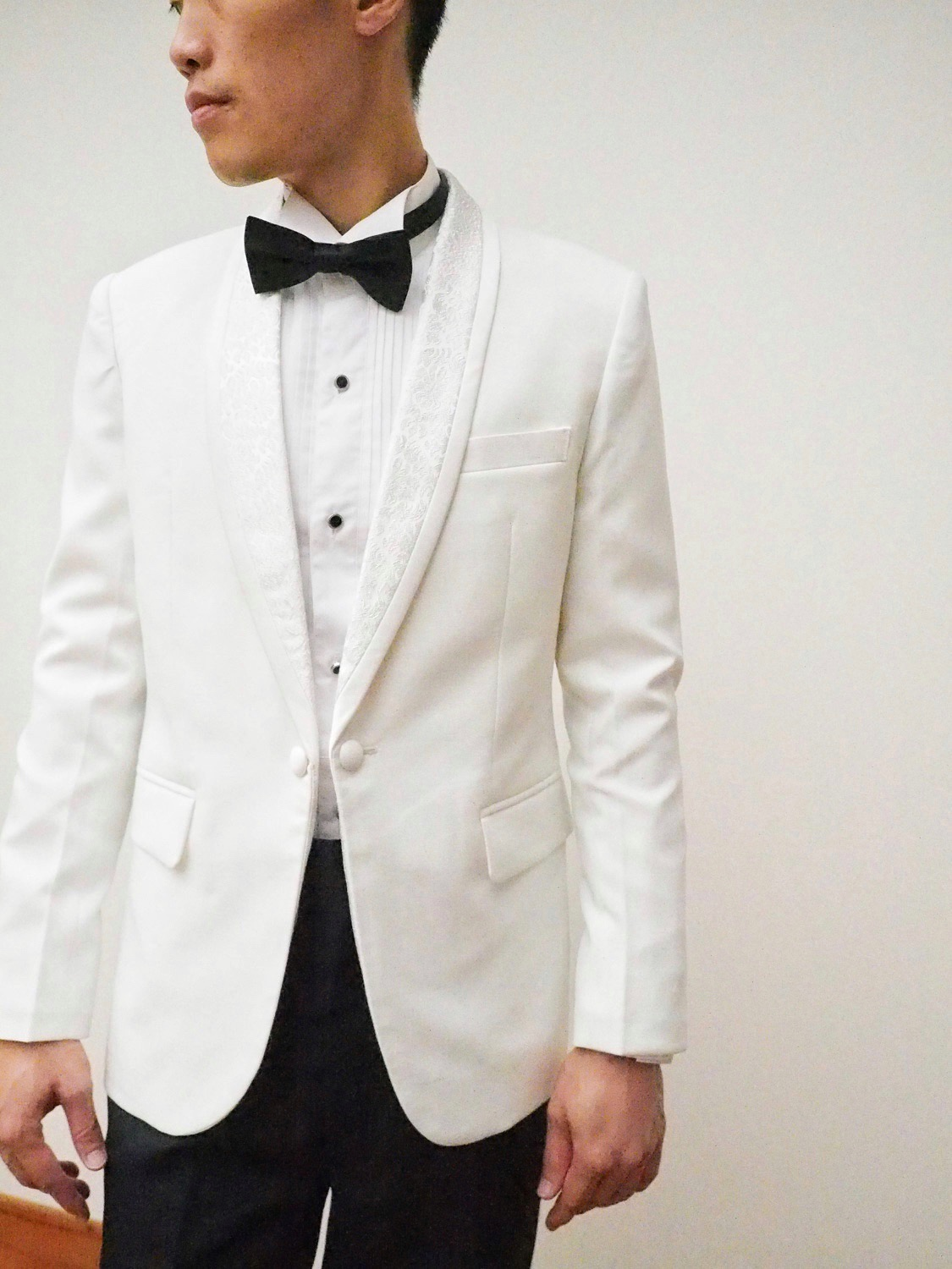Jacquard fabric white suit by CCM Wedding