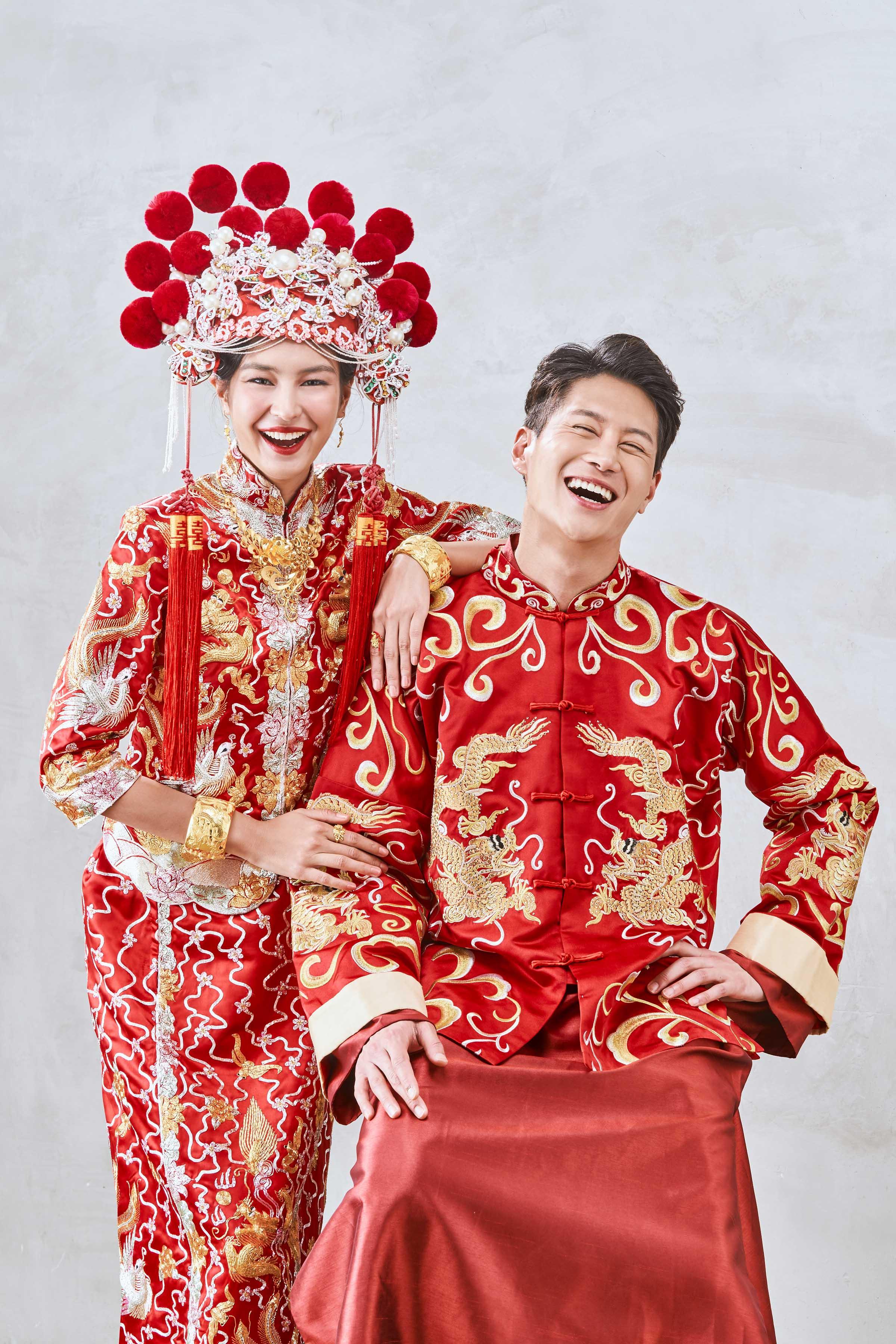 Matching kuas: Mandarin duck Qun Kua & Groom's Kua by CCM Wedding