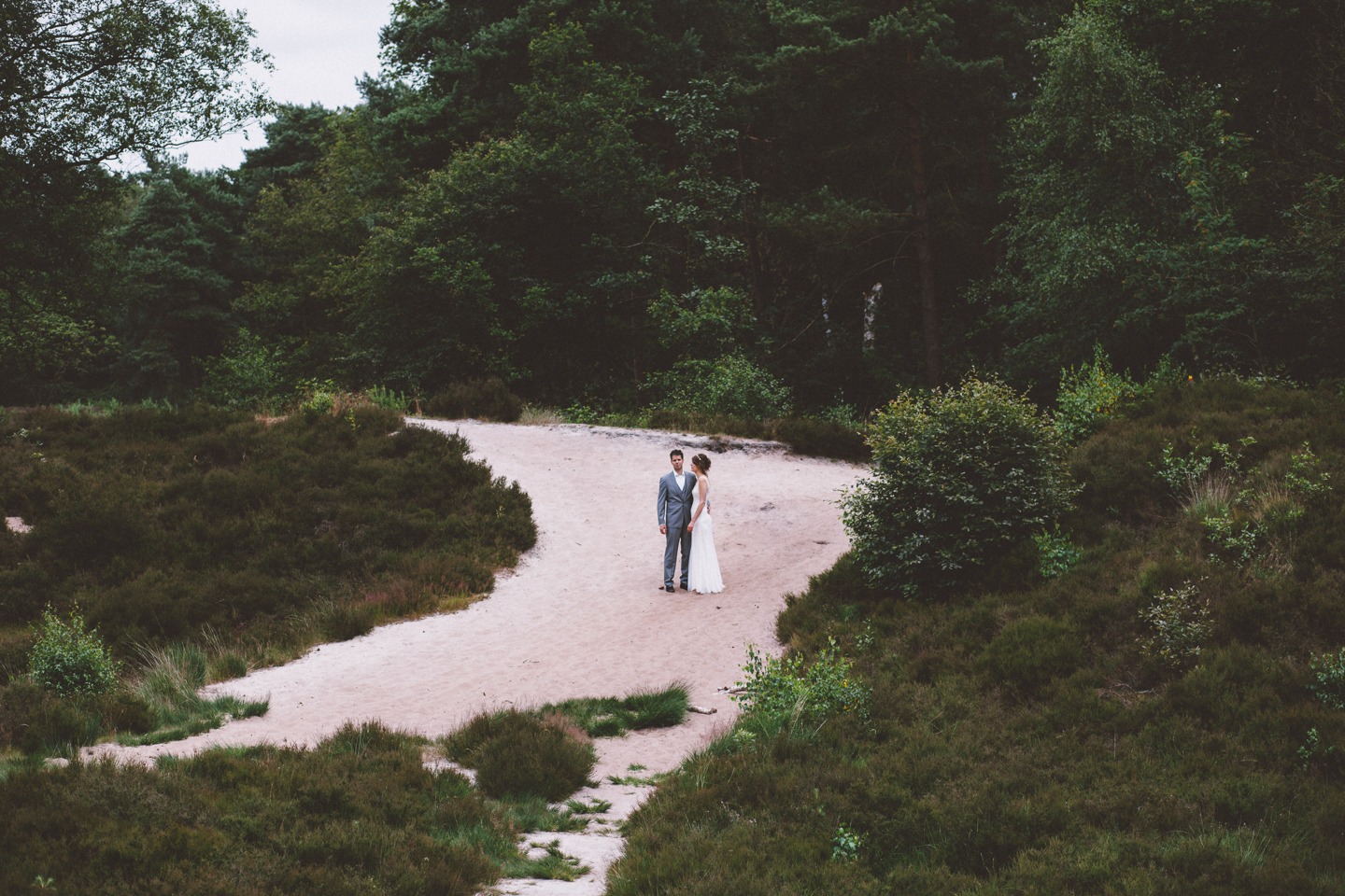 wedding-in-the-woods-inspire-styling-photo-by-oakfir-24.jpg