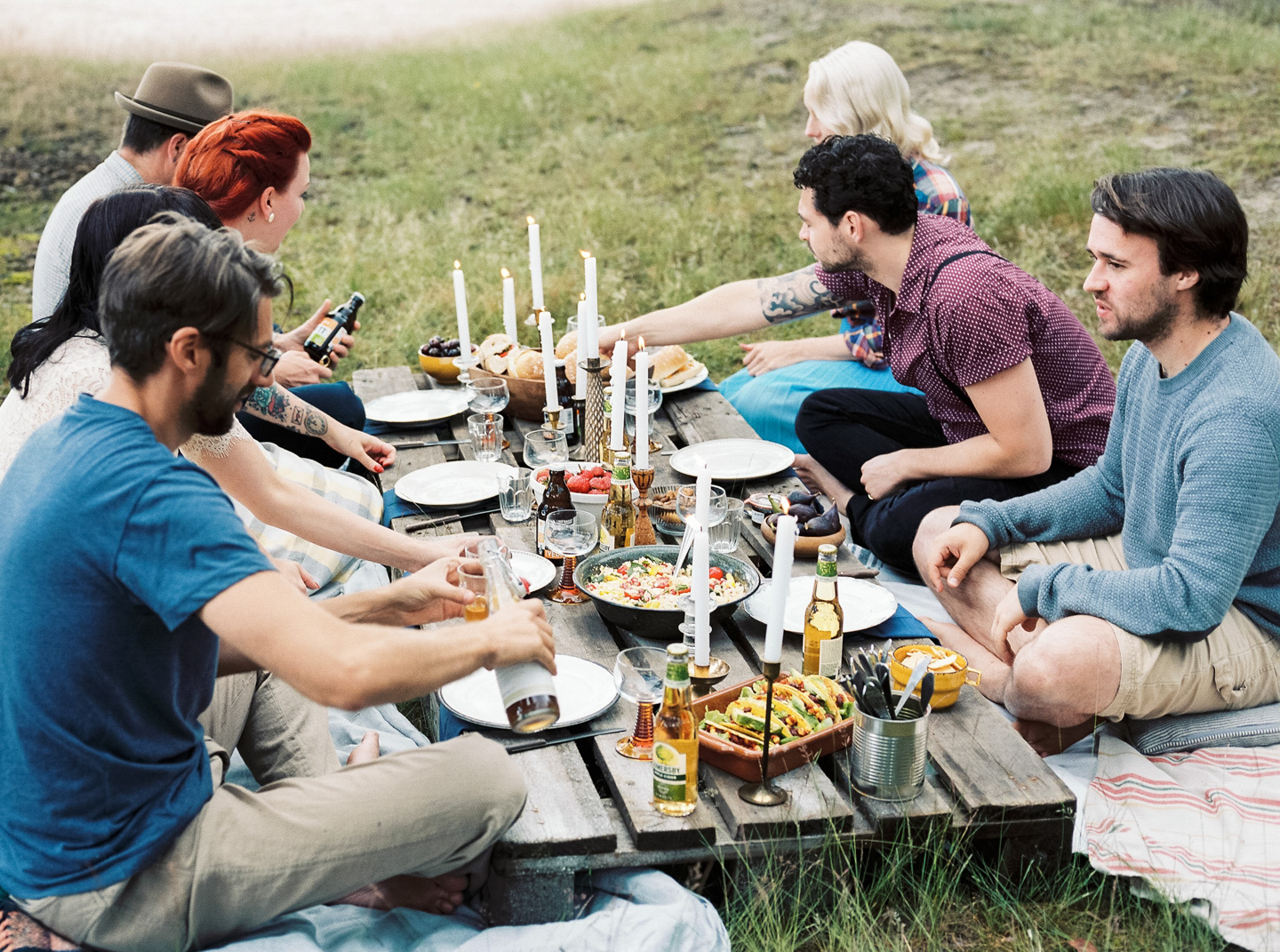 forest-picnic-with-friends-inspire-styling-hanke-arkenbout-photography-19.jpg