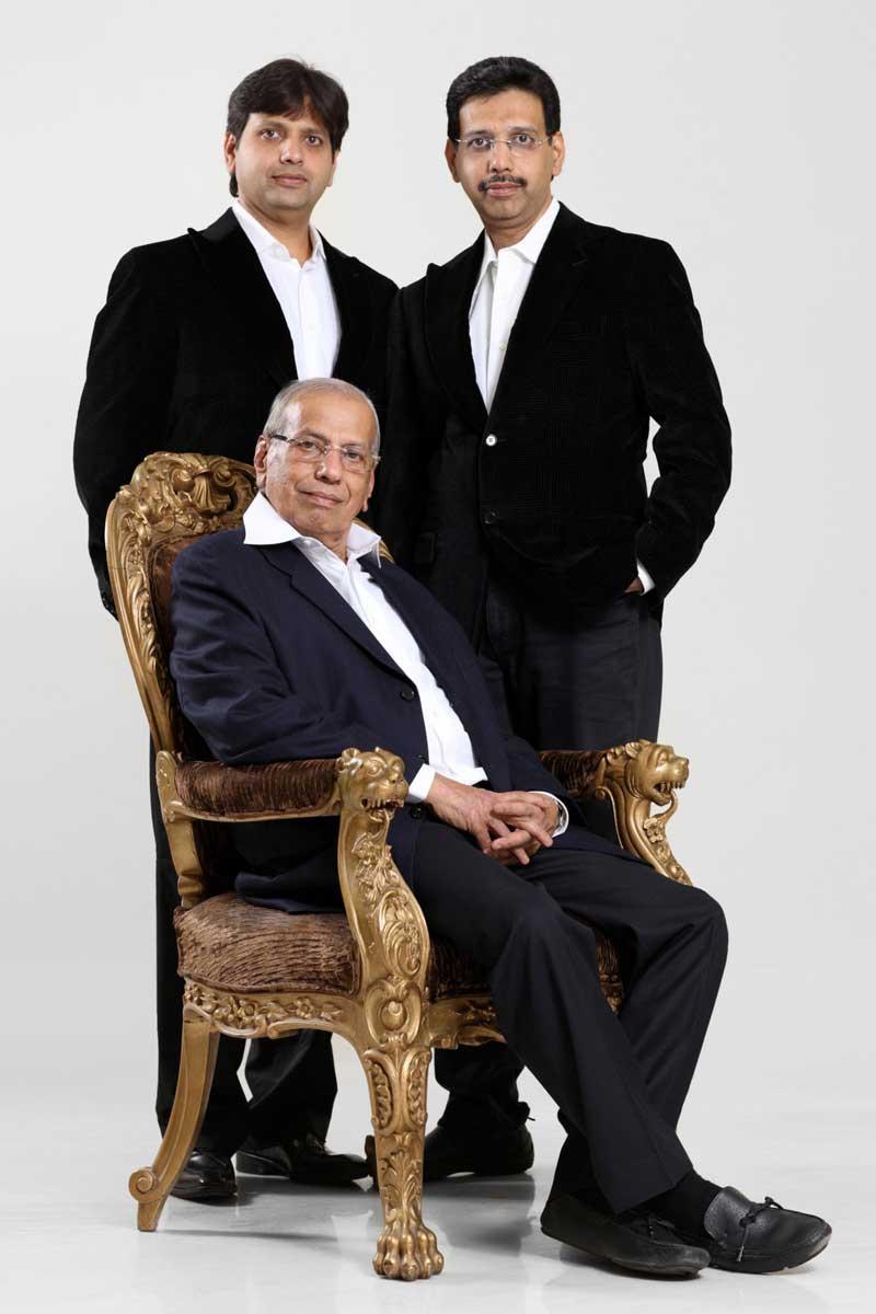 Shri. Krishandas with sons -Prashant & Nitin