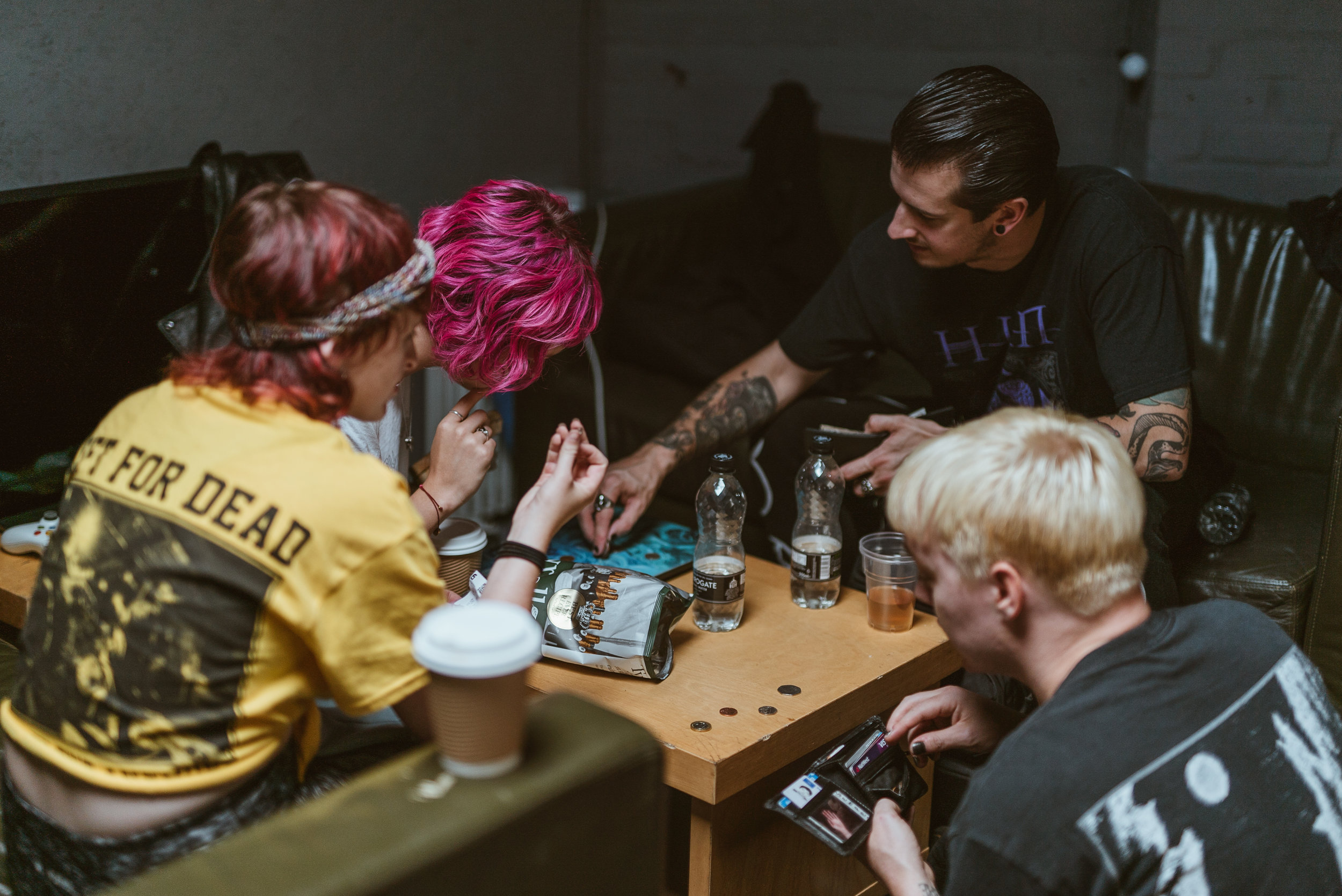 Meghan and Nicole from Doll Skin being taught English currency by Ian and Sean (Creeper)