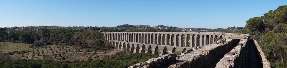 L'Aqueduc des Pegões est situé à l'extérieur de Tomar