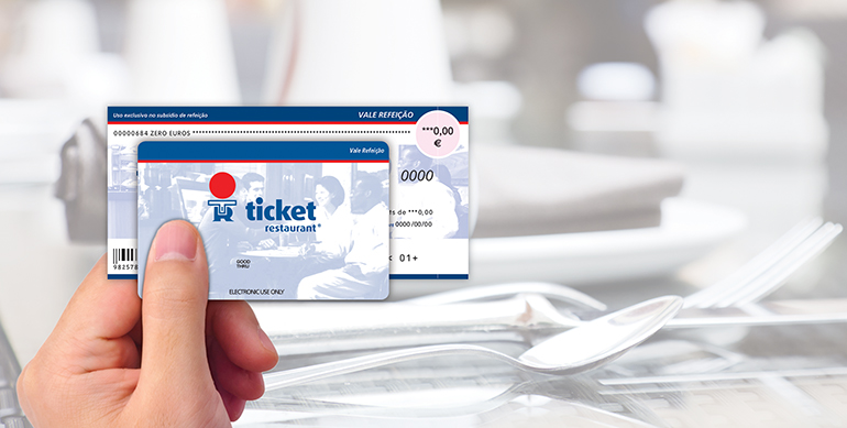 Il existe des chèques ou bien des cartes restaurants.