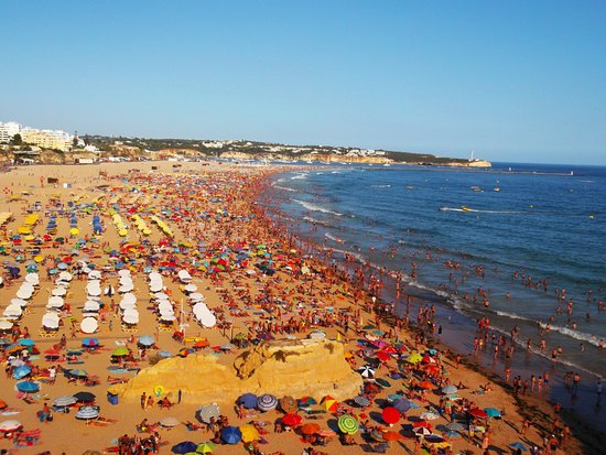 A bit of people in this beach in Algarve