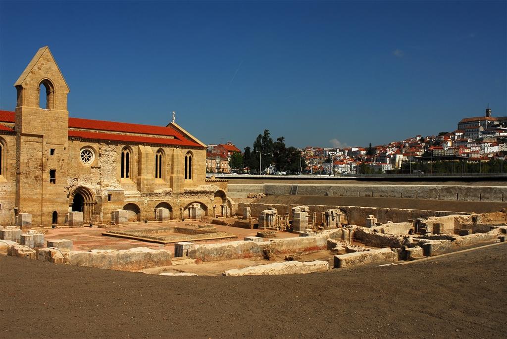 Les ruines à ciel ouvert du monastère de Santa Clara a Velha
