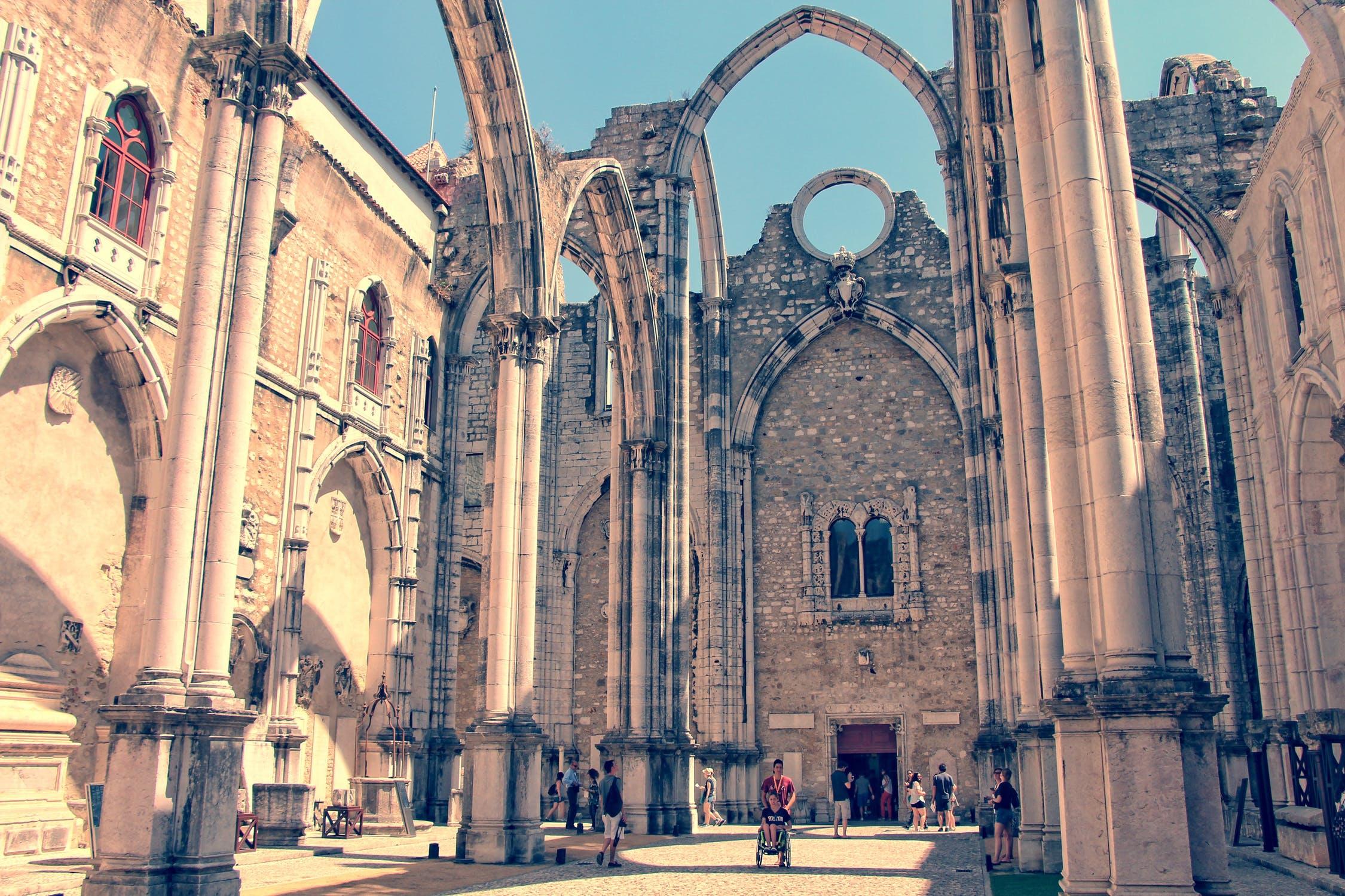 Le statut RNH résident non-habituel au Portugal accorde des bénéfices fiscaux aux expatriés.