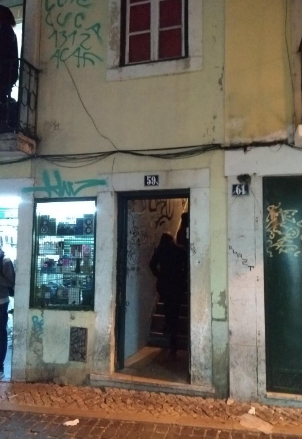 Voici l'entrée d'un des restaurants chinois clandestins de Lisbonne