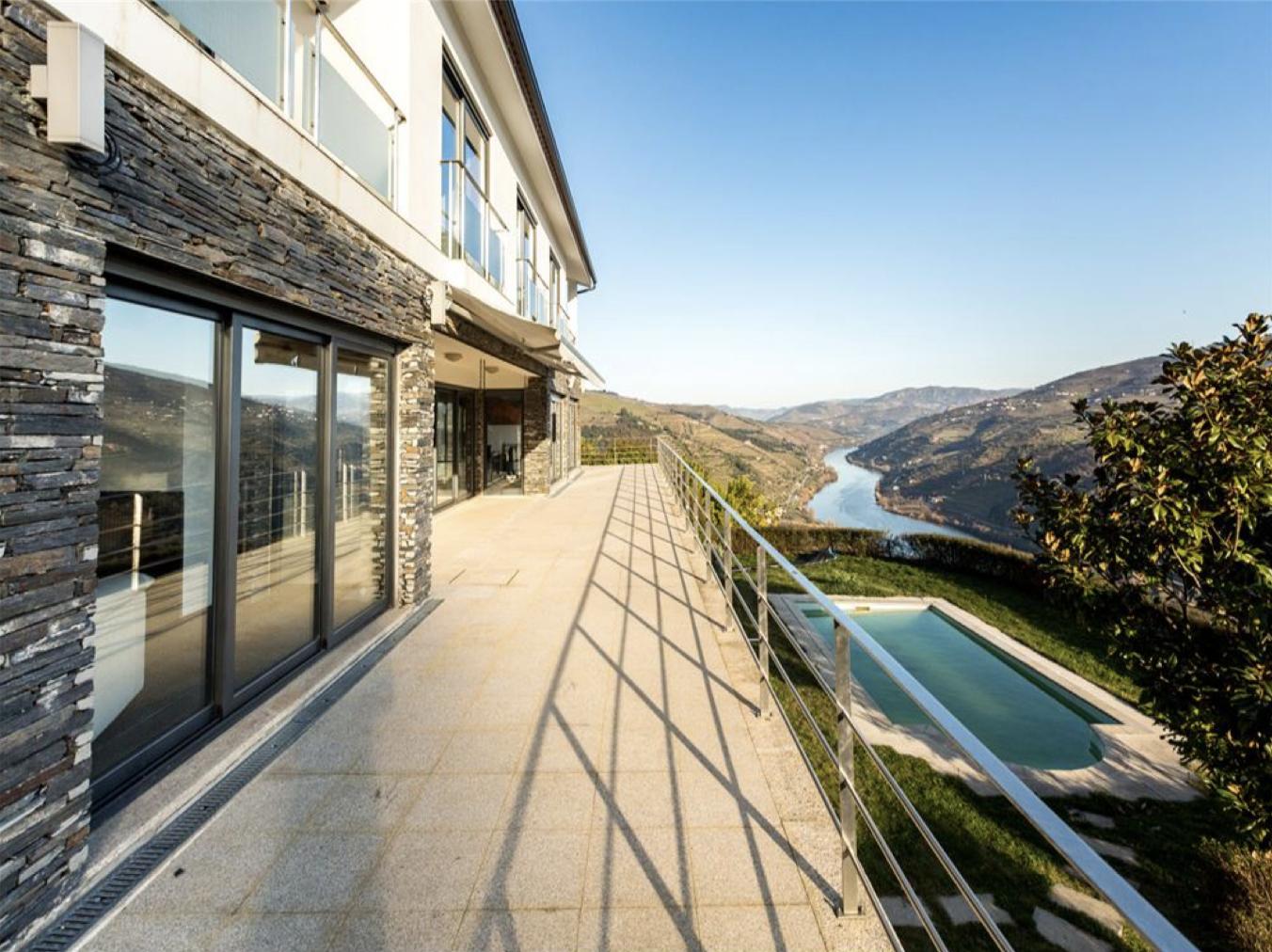 Vous rêvez d'avoir votre maison avec voter piscine et terrain de tennis privés ?