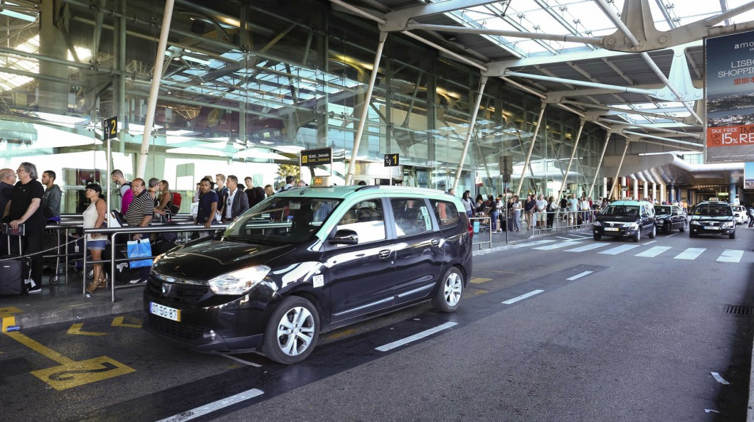Chaque taxi quittant ou se rendant à l'aéroport de Lisbonne pourrait se voir taxé d'un euro