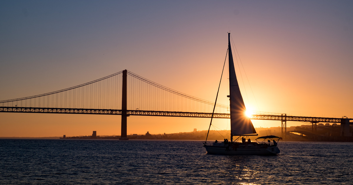 Cruising Tagus at sunset is a fantastic experience
