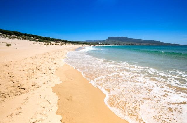 À Tarifa vous trouverez la plage naturiste de Bolonia