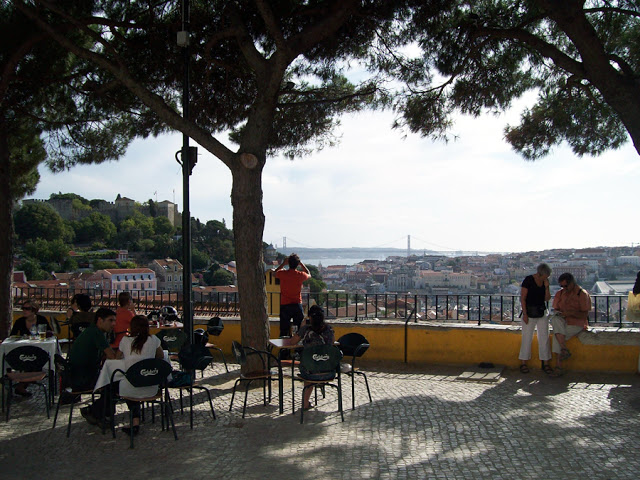 The Mirador de Graça can be visited day or night