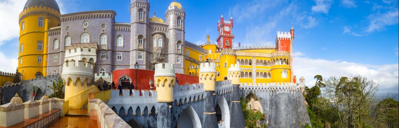 Aucun visiteur ne reste de marbre devant le Palacio da Pena à Sintra