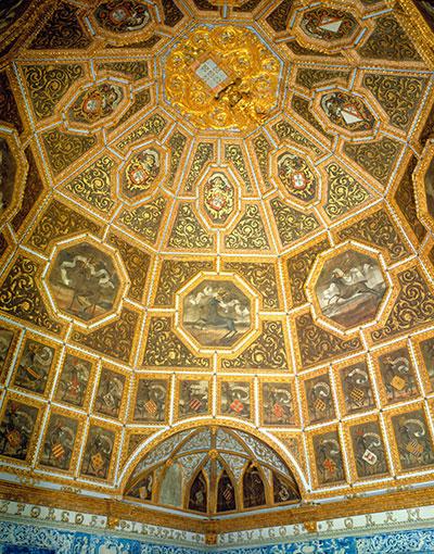 Impossible de visiter Sintra sans découvrir le Palais National de Sintra