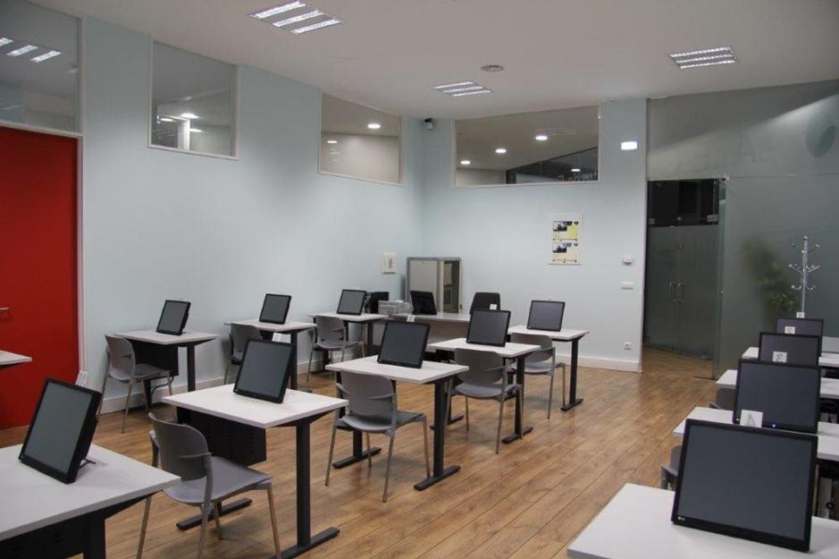 Voici à quoi ressemble une salle d'examen du code de la route en Italie