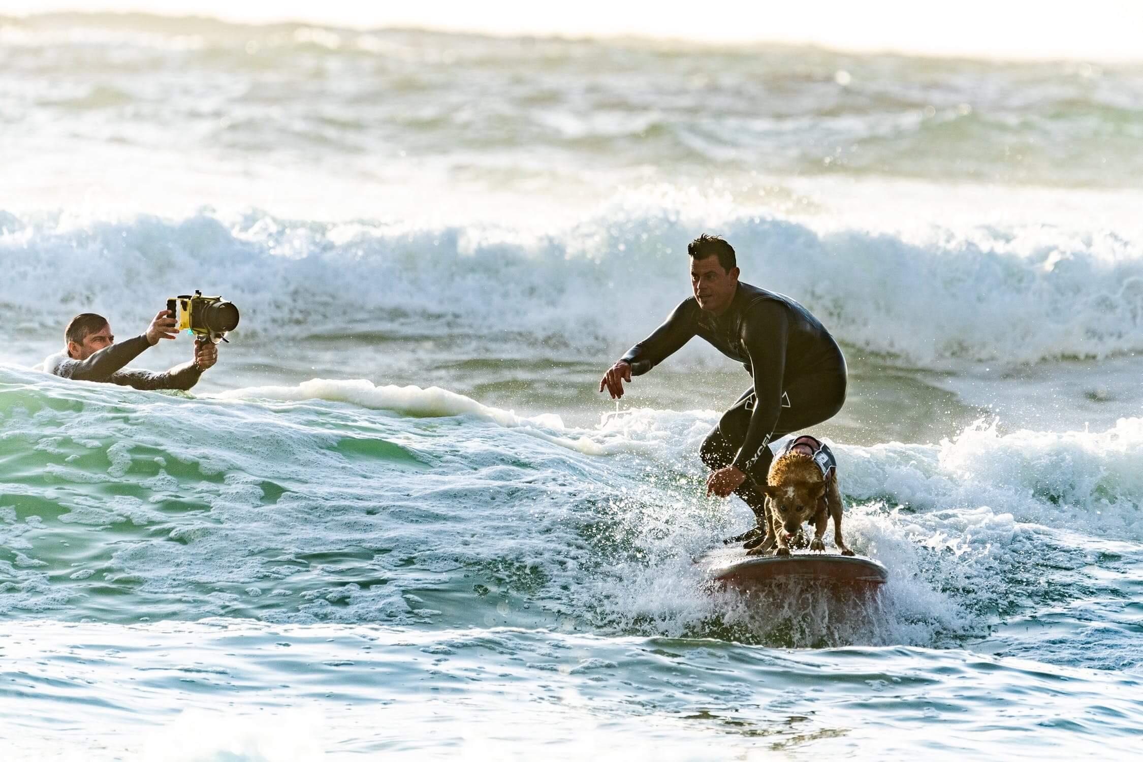 Une leçon de surf à deux est un bon moyen de surprendre votre amoureux !