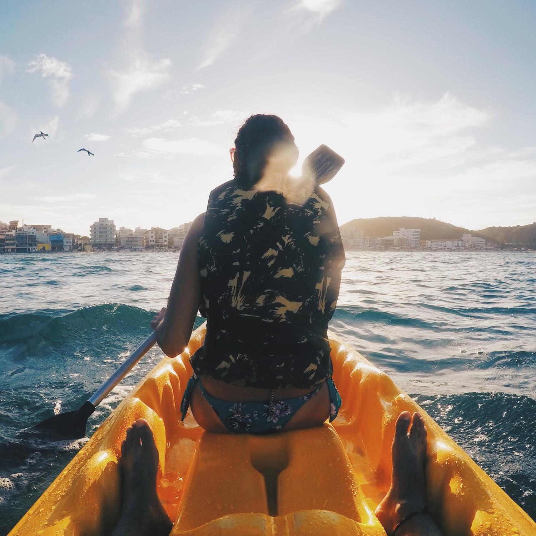 Lisbonne offre des magnifiques possibilités de Kayak en couple