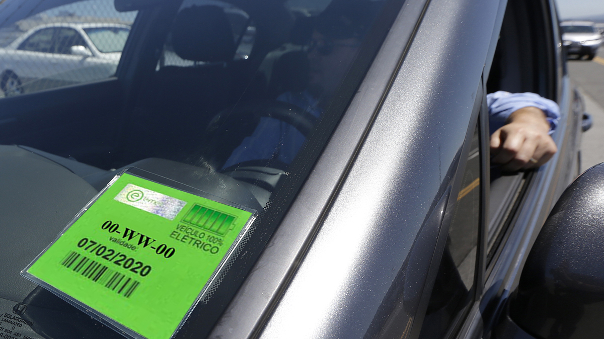 3 € per hour and first pass for free : discover new parking rules in Lisbon