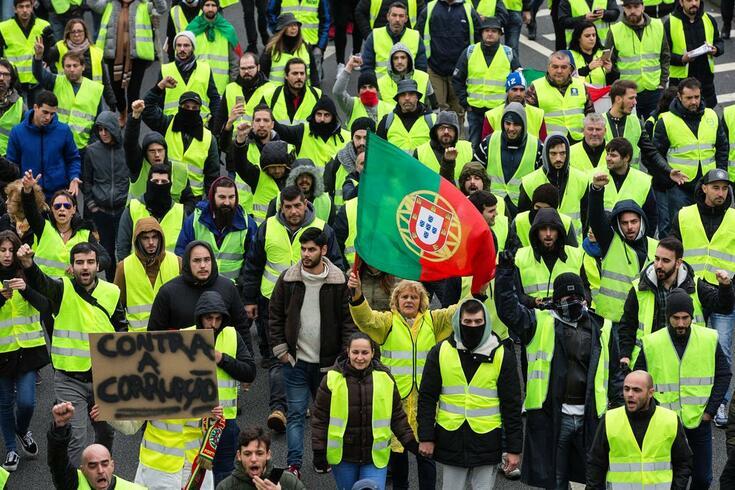 Les gilets jaunes portugais rejoignent la grève des transporteurs et menacent de bloquer le pont du 25 Avril ce lundi