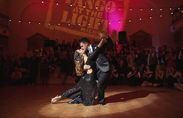 Christmas milonga and an awe-inspiring sparkling, shining performance by my beloved teachers and maestros Leandro and Maria from @tangoacademy - you two were wonderful. As always. We are the luckiest students to have you here.  #tangoargetino #love #amor #fance #lifeisadance #weneedtolivemore #bailamos #buenosaires #tango