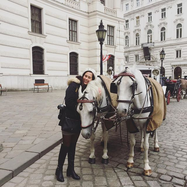 A horse snuggle is all you need for the start of a good day.  PS: I don't ride carriages because to me they represent a restriction of the freedom a horse should have. Also, the asphalt is bad for their hooves and their joints.  #horsesofvienna #vienna #equestrian #dontridecarriages #boycott