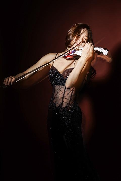 expressive violinist.jpg