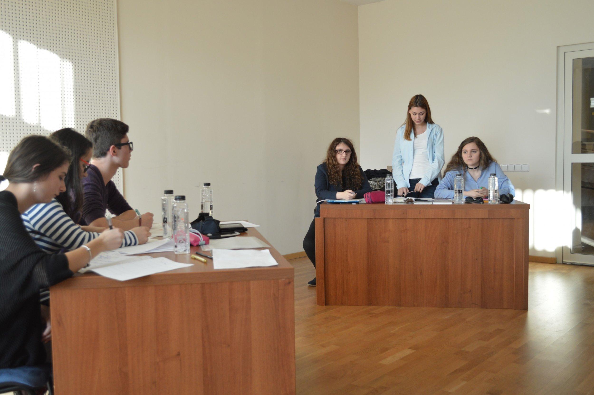 club-debate3-uai-2880x1915.jpg