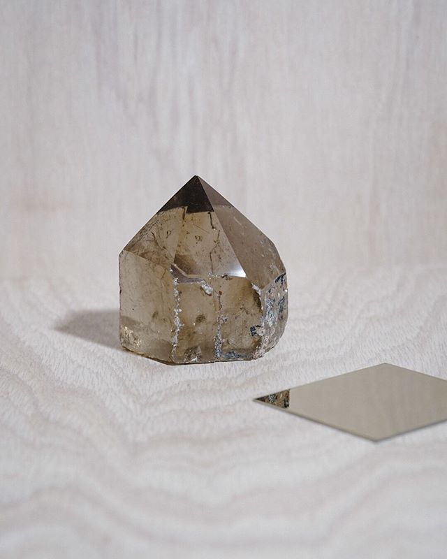 A partially polished, partially raw smoky quartz generator. Perfect for grid centers. ⠀⠀⠀⠀⠀⠀⠀⠀⠀ Stones that you can visually explore the interior of are like little meditation rooms unto themselves. In a quiet space, turn it in your hands and study it, and then close your eyes to imagine yourself inside the crystal. What feelings arise? What associations present themselves? What messages come to you? ⠀⠀⠀⠀⠀⠀⠀⠀⠀ We love our stones raw but in the case of quartz, we also love to see its incredible chemistry. ⠀⠀⠀⠀⠀⠀⠀⠀⠀ DM us if this smoky beauty is meant to be yours. ⠀⠀⠀⠀⠀⠀⠀⠀⠀ ⠀⠀⠀⠀⠀⠀⠀⠀⠀ #smokyquartz #crystalsforsale #girlswithcrystals #minerals #mineralien #stoneenergy #crystalvibes #crystallove #geologyrocks #earthscience #myothminerals  #hkonlineshop #hkstore #hkshop #shophk  #simplystyleyourspace #simplystyled #design #forthehome #transportiveelements #supportyoursanctuary #worldofmyoth